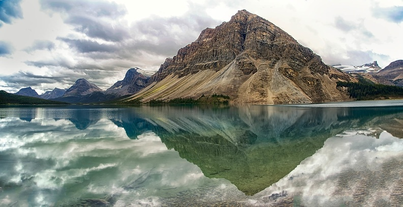 banff-bow lake reflections pano