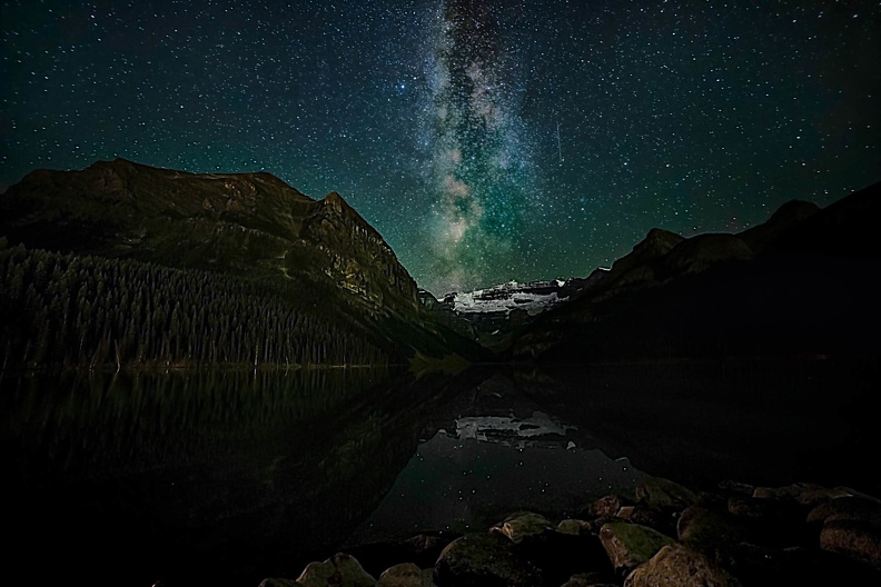 banff-lake-louise-milky-way
