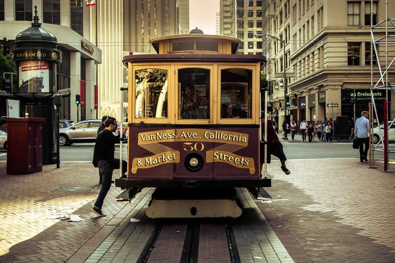 sf-boarding-the-heritage-tram