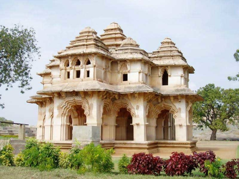 queens palace -hampi