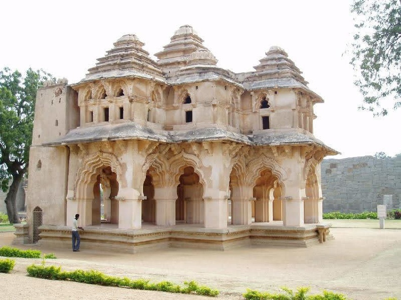 queens palace-hampi