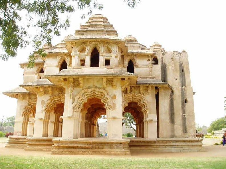 queens palace- hampi