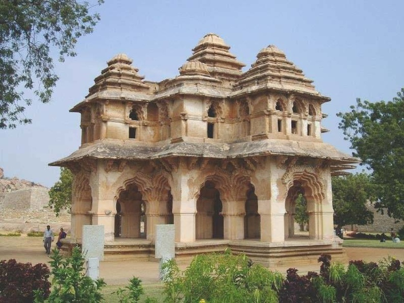 queens-palace-hampi